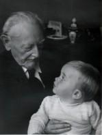 De schrijver met zijn overgrootvader Idanus Hendericus Slaterus.