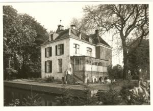 1985, de achterzijde. Het witte gedeelte is het oorspronkelijke huis uit de 16e eeuw.