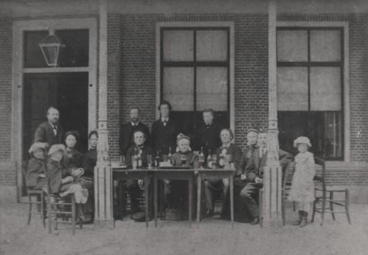 Familiekiekje 1880 Slaterus - van Loghem